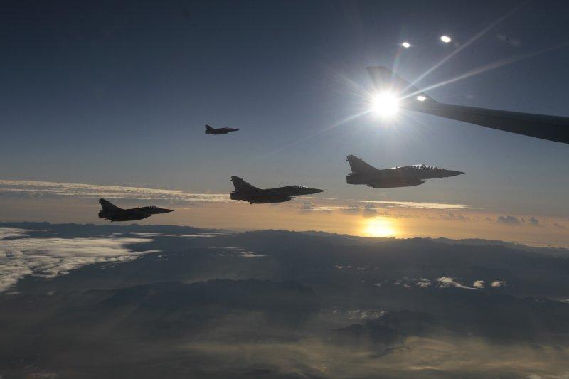 圖為馬英九總統專機護航的幻象2000(Mirage 2000)戰鬥機(美聯社)