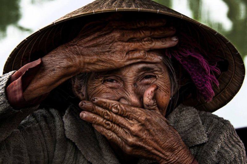 法籍攝影師Réhahn記錄下象徵越南人幸福的「隱藏式的微笑」!(圖/Réhahn Photography@facebook)