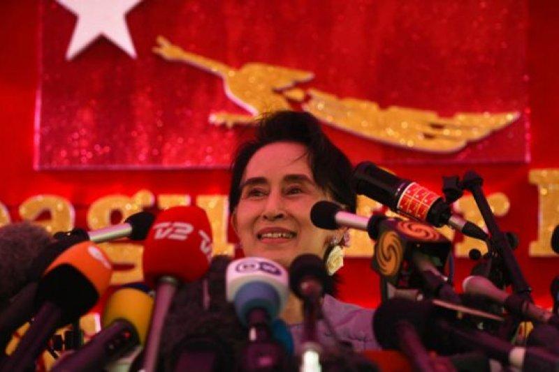 2015年的緬甸國會選舉,由翁山蘇姬領導的全國民主聯盟(NLD)大勝。(BBC中文網)