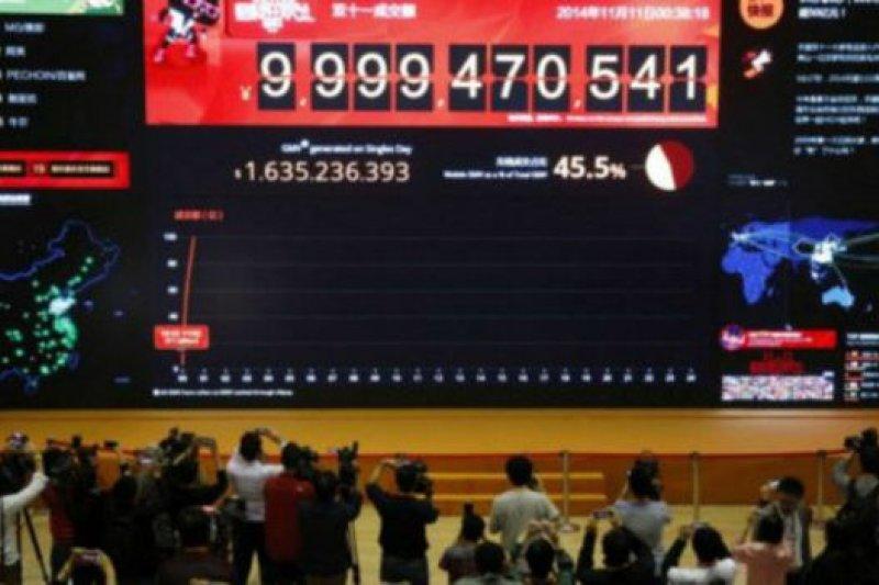 去年的「雙十一」,阿里巴巴的單日銷售額就達到571.12億元人民幣(約93億美元),創下紀錄。(BBC中文網)