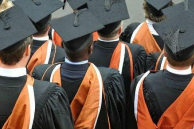 調查顯示華裔的升學率是最高的。(BBC中文網)