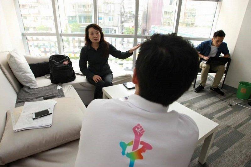 兒少權益促進會理事長王薇君對廢除刑法227條的聲浪感到憂心。(取自立委參選人張承中臉書)