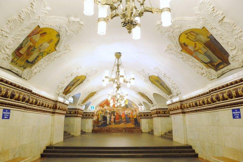 這個金碧輝煌的地方居然不是博物館,是莫斯科的地鐵!(圖/Tim Adams@flickr)