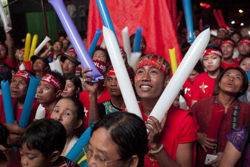 緬甸全民盟支持者歡欣鼓舞(美聯社)