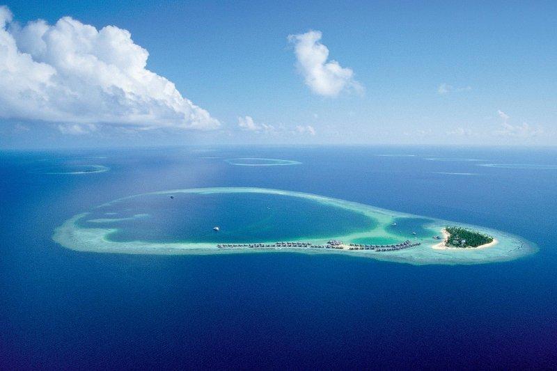 在蔚藍海洋的中央,感受遺世獨立的快樂。(圖/丁一)