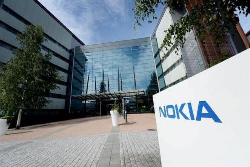 Nokia曾為手機製造的龍頭,在2007年開始逐漸衰退。( 取自騰訊科技網頁.jpg)