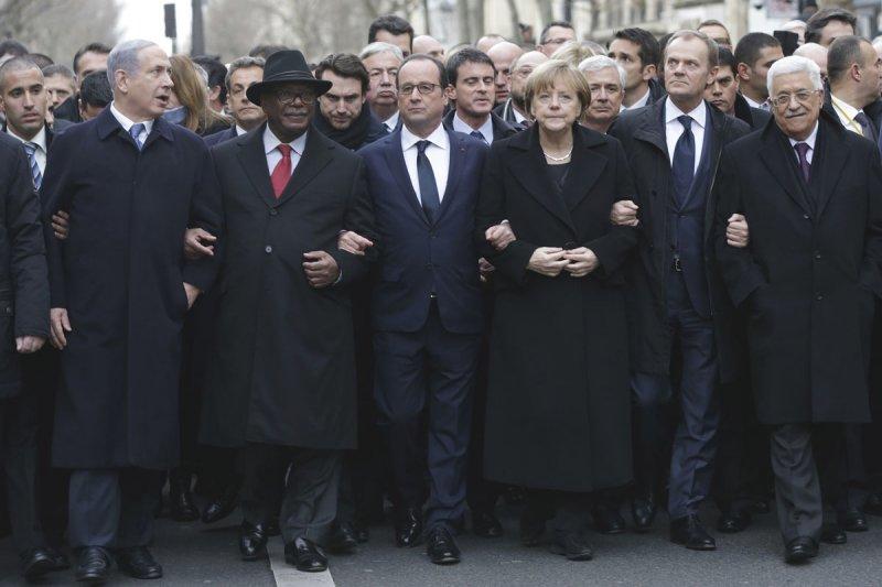 紀念《查理周刊》恐怖攻擊事件,法國總統奧朗德與世界各國領導人走上街頭(美聯社)