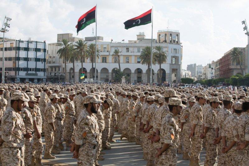 利比亞陸軍官兵在首都的黎波里接受校閱(美聯社)