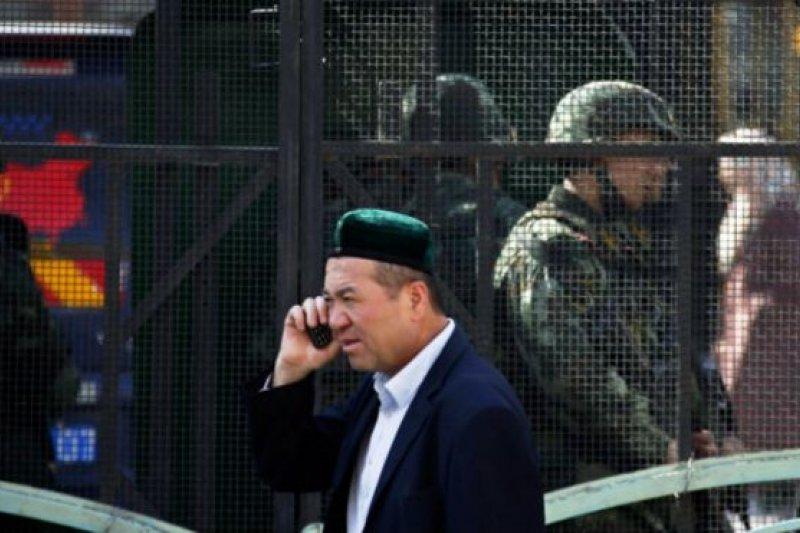 在周五巴黎發生嚴重的連環暴力襲擊之際,中國警方宣佈在新疆「取得反恐重大戰果」。(BBC中文網)