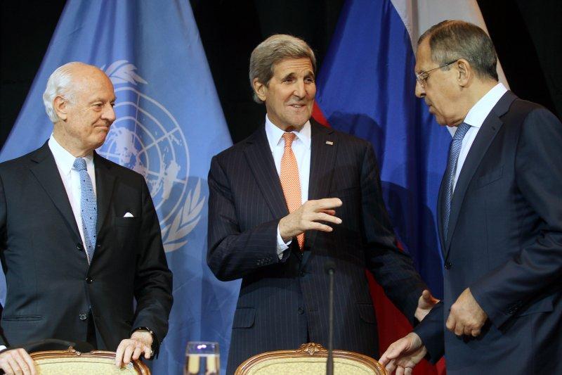 敘利亞問題維也納會議,聯合國秘書長敘利亞問題特使德米斯圖拉(Staffan de Mistura)、美國國務卿凱瑞(John Kerry)、俄羅斯外長拉夫羅夫(Sergey Lavrov)(美聯社)