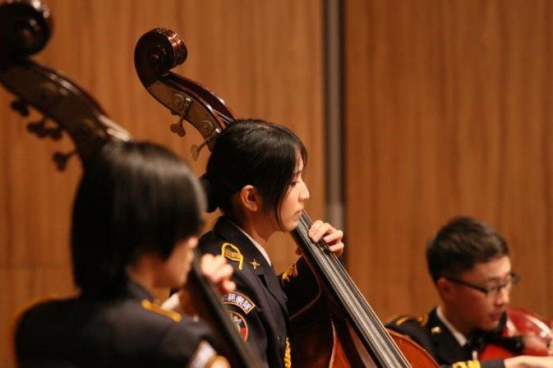 國防部示範樂隊管弦樂團巡迴表演。(圖/黃霧錞)