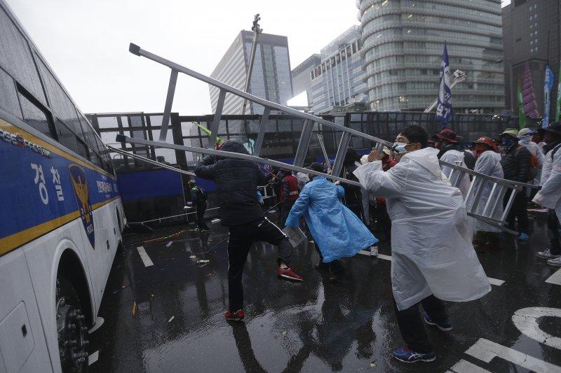 南韓首爾抗議20151114。(美聯社)