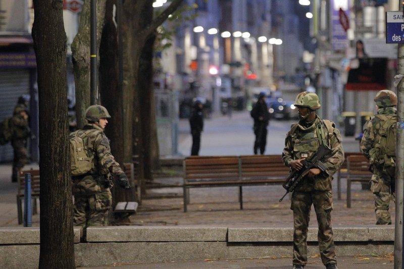 巴黎恐攻之後,郊區聖但尼再次傳出槍響,法國警方攻堅抓捕兇嫌。(美聯社)