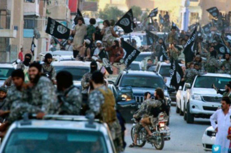 卡麥隆形容敘利亞城市拉卡就是「蛇頭」。(BBC中文網)