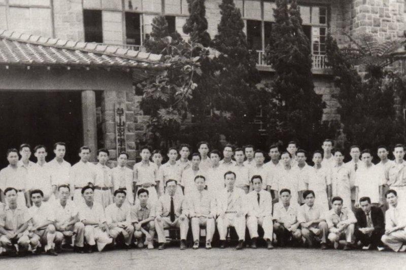 他們是1946年臺灣最優秀的一群青年,前往北京、上海等地大學念書(截自YouTube)