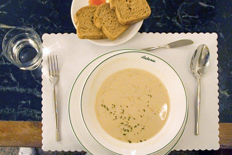 這一碗湯,是老闆對文人最體貼的關懷(圖/行人出版提供)
