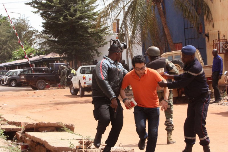 馬利首都巴馬科(Bamako)的麗笙藍色酒店(Radisson Blu)遭遇恐怖攻擊(美聯社)