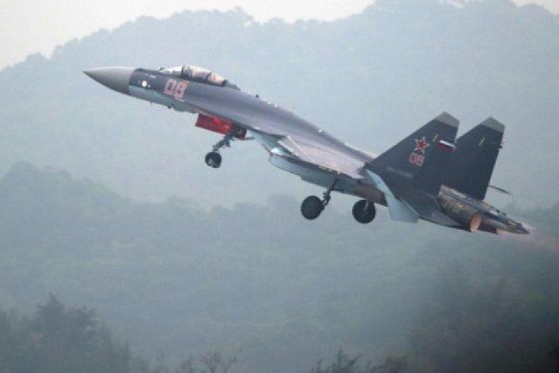 蘇-35是第四代半重型戰機,具有遠程,多用途,空優和打擊等特性。(BBC中文網)