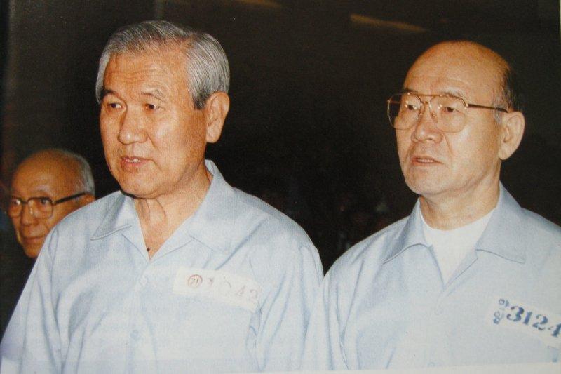 南韓兩名淪為階下囚的前總統盧泰愚(左)與全斗煥(取自網路)