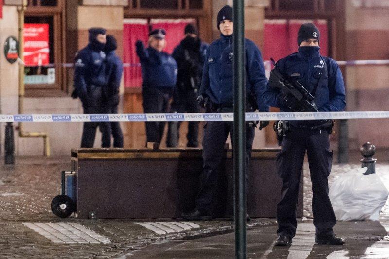 比利時警方封鎖布魯塞爾大廣場附近街道。(美聯社)