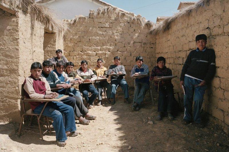 秘魯的學生們在沒有屋頂的空間上課。 (圖/SunshineCo - Hasselblad distribution Southern Africa@facebook)