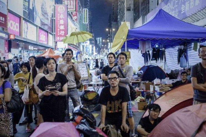 去年九月的「佔中」使得香港人重新思考如何與政治共處,甚至如何參與政治。(BBC資料照片)