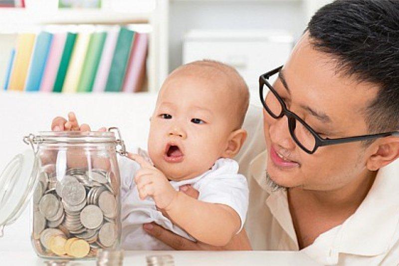 調整家庭理財規劃,讓生活有更多保障。(圖/www.daddyandthecity.com)