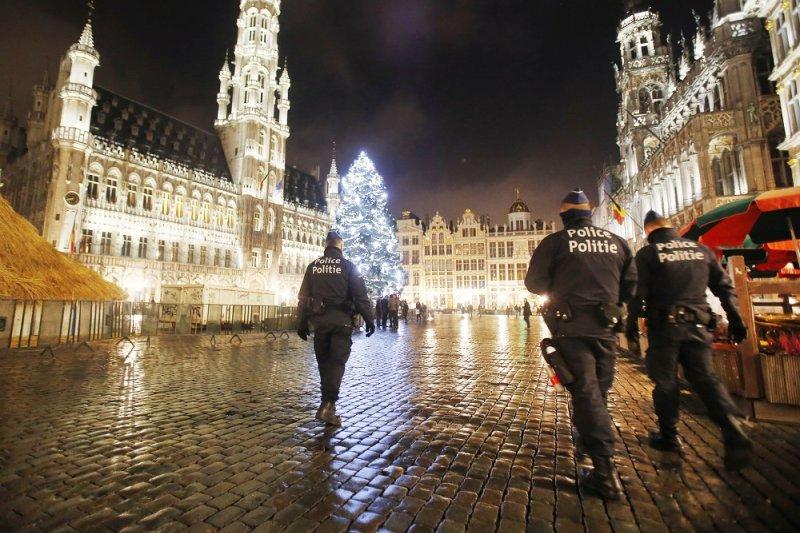 比利時警方於布魯塞爾大廣場巡邏(美聯社)