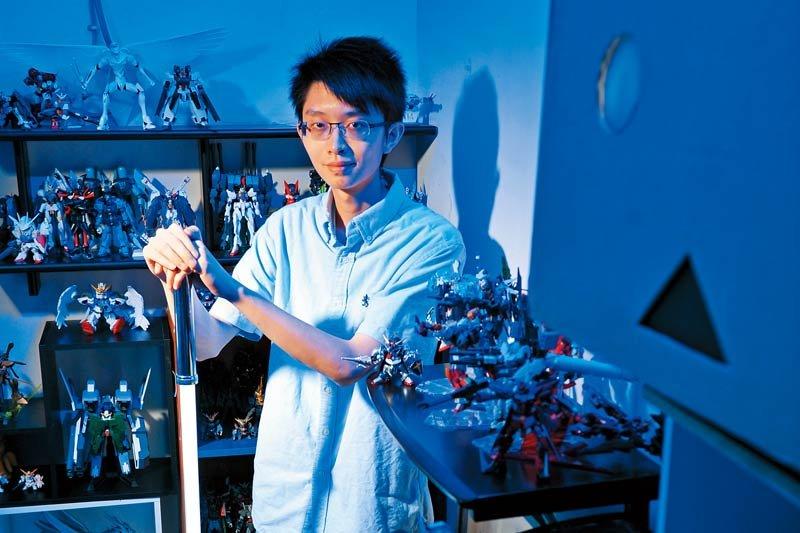 金克杰是製作機器人、鋼彈模型、電子玩具的玩家兼專家。(圖/黃建賓攝影,親子天下提供)