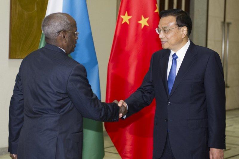 中國國務院總理李克強於2014年會見吉布地總理卡米勒。