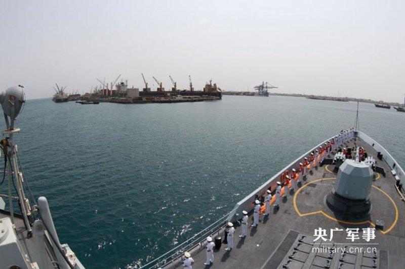 中國軍艦停靠吉布地港口休整。