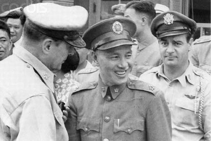蔣介石與麥克阿瑟(左)。(資料圖/騰訊)