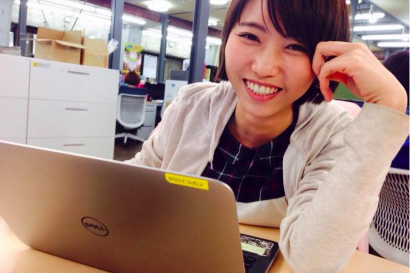 Mayu原本是男女糾察隊主持人小淳的迷妹,居然追星追到到進入日本最大的搞笑藝人經紀公司-「吉本興業」工作!