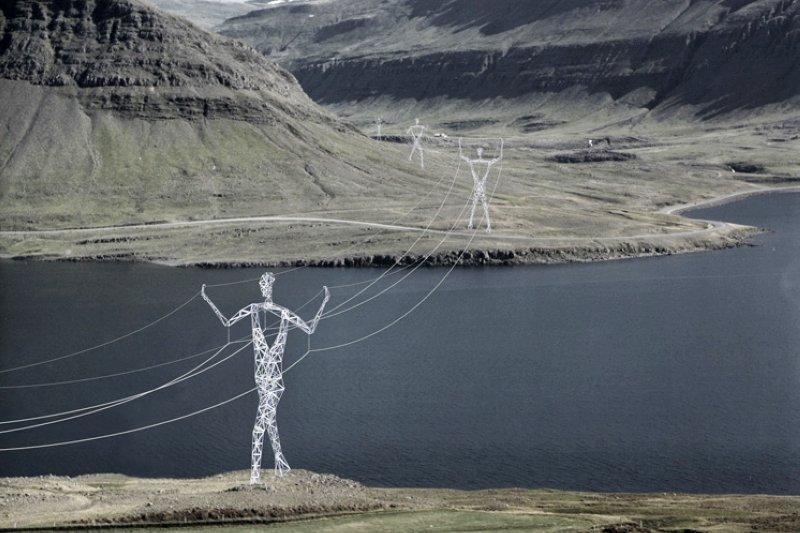 將電塔做成巨人的樣子,讓原本荒涼的山區充滿藝術氣息(圖/Choi+Shine)