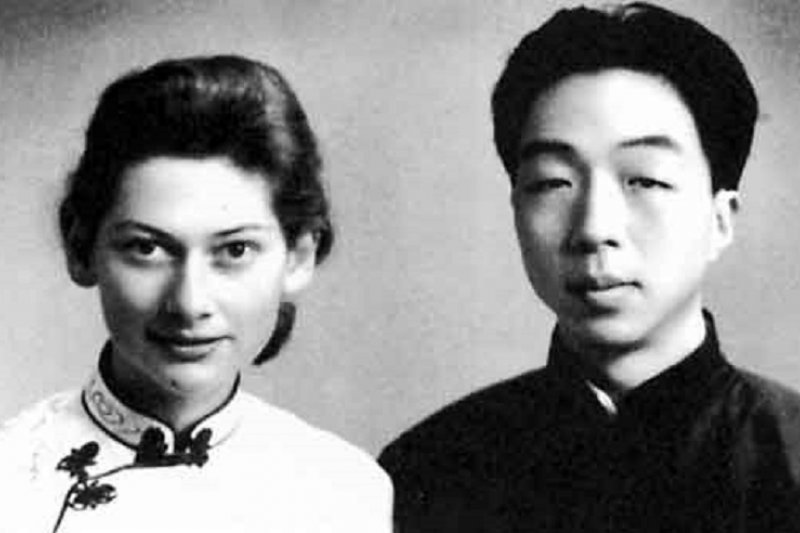 將中國典籍推銷到西方社會的翻譯家伉儷楊憲益與夫人戴乃迭。(維基百科)