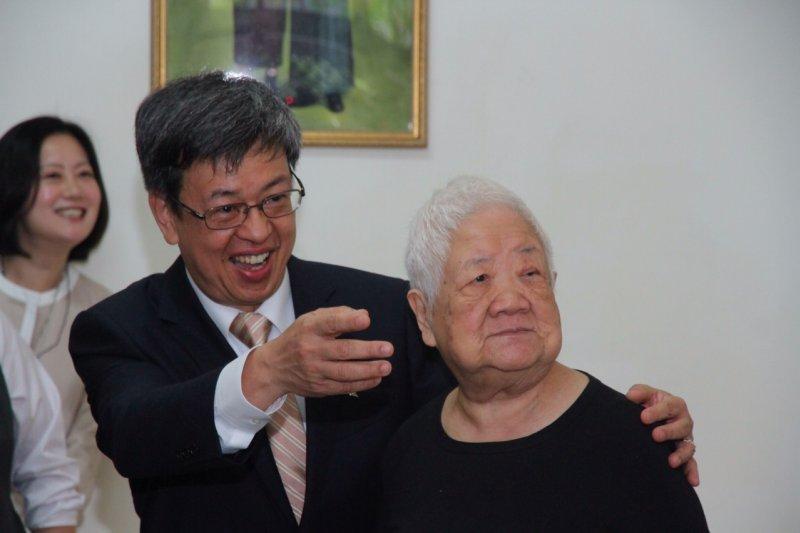 陳建仁探訪老人養護中心(曾原信攝)