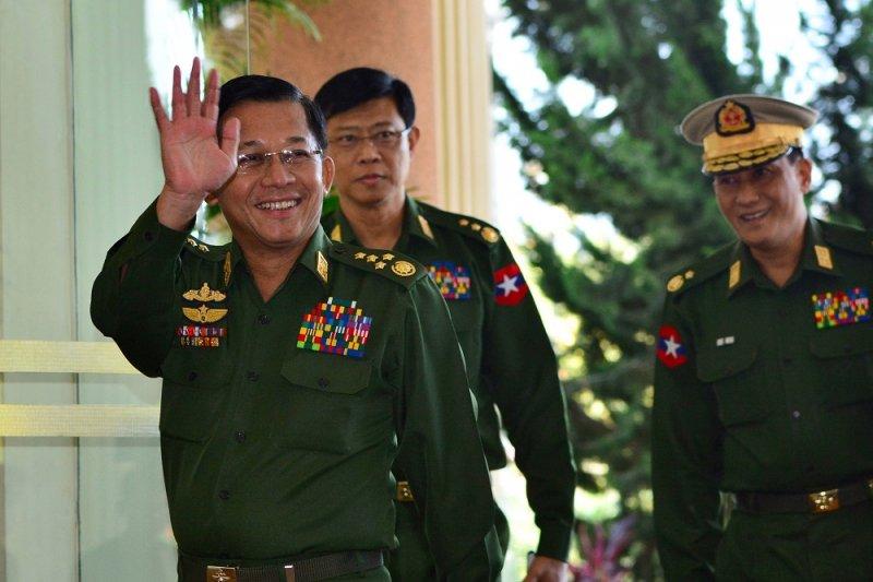 1月12日,緬甸Tamadaw總司令敏昂萊(見圖)與到訪緬甸的中國外長王毅一行,在內比都的Zeyar Thiri舉行會晤,暢談緬甸選舉舞弊事件。(資料照,美聯社)