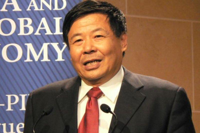 朱光耀說在實現可自由兌換前,中國將繼續對人民幣實施有管理的浮動匯率機制。(BBC中文網)