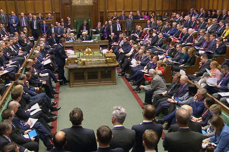 英國下議院為了是否要對「伊斯蘭國」擴大用兵,激辯長達10小時。(美聯社)