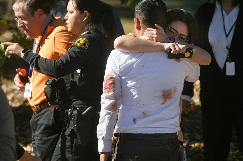 美國加州聖伯納迪諾爆發大規模槍擊案,至少14人遇害(美聯社)
