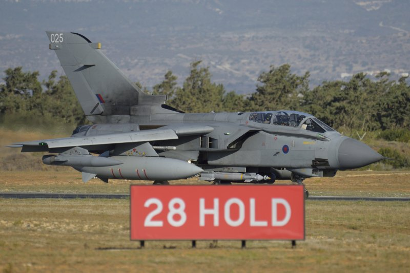 英國皇家空軍龍捲風(Tornado)戰機從賽普勒斯的亞克羅提利(Akrotiri)基地起飛,空襲敘利亞的伊斯蘭國(IS)據點 (美聯社)