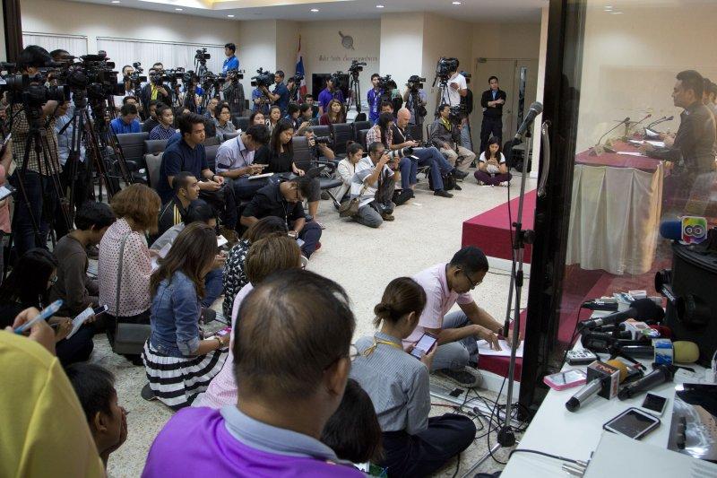 泰國警方4日出面說明「伊斯蘭國」相關情資,引來大批媒體關注。(美聯社)