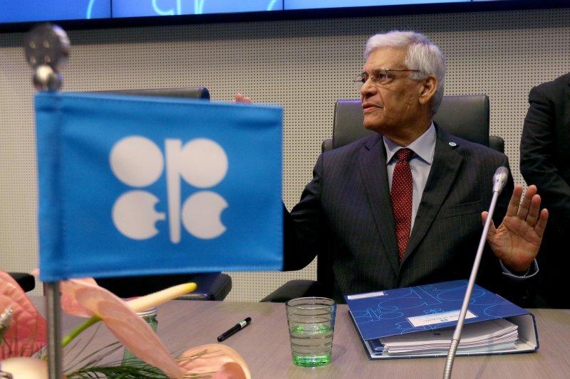OPEC與俄羅斯談判破局,沙國再度啟動價格戰,未來油價將繼續探底。(美聯社)