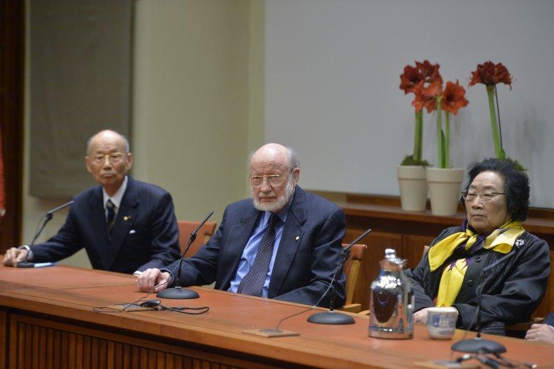 2015年諾貝爾生理學或醫學獎得主:大村智、威廉·坎貝爾、屠呦呦。(由左至右)(美聯社)