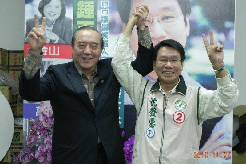 影帝柯俊雄(左)6日晚間逝世,新北市議員沈發惠7日在臉書為文悼念。(取自沈發惠臉書)