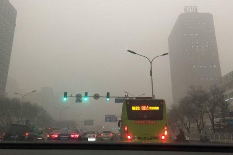 12月1日,中國北京籠罩在一片灰濛的霧霾當中。(BBC中文網)