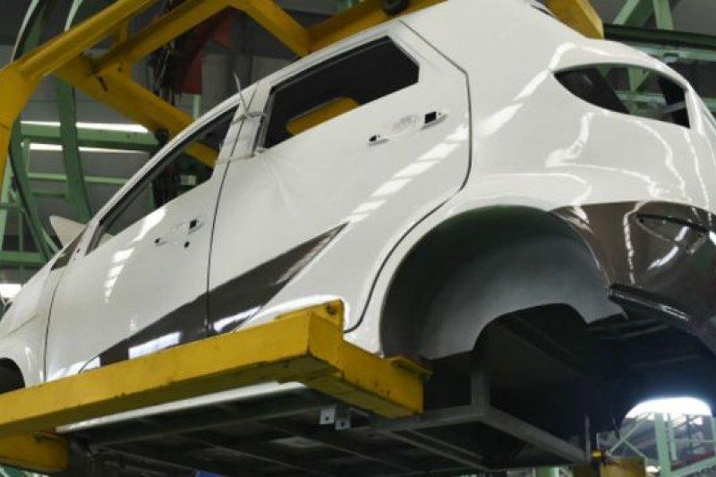 2015年1至10月,中國新能源汽車累計生產20.69萬輛,已超過美國成為世界最大的新能源汽車市場。(BBC中文網)