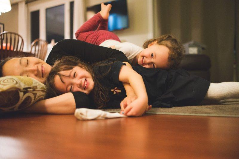 史蒂芬認真計算了老婆身為全職媽媽所做的工作到底值多少薪水,結果遠遠超乎想像。(圖/David D@flickr)