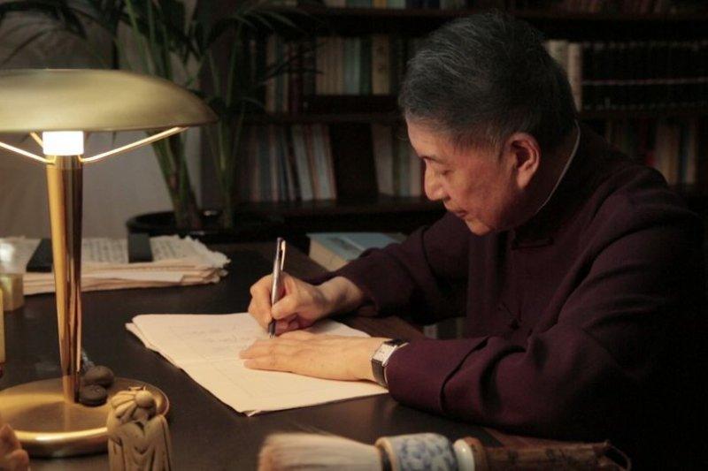 圖片由目宿媒體提供,源自紀錄片:他們在島嶼寫作《奼紫嫣紅開遍》內容影像。