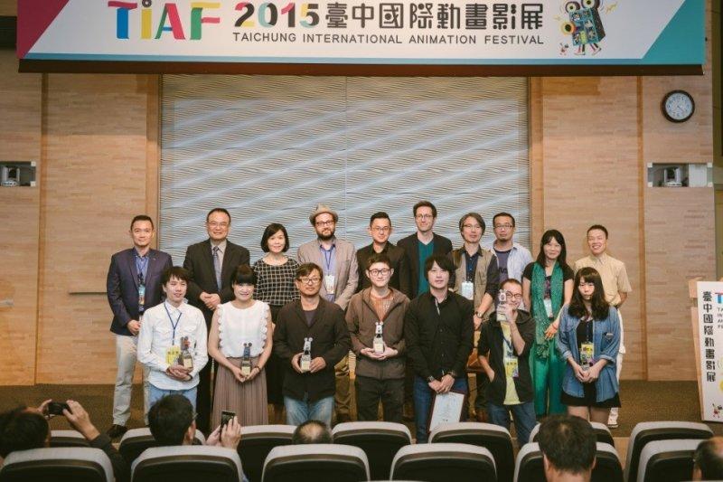 10月23日台中動畫影展閉幕頒獎典禮,得獎人與貴賓合影。